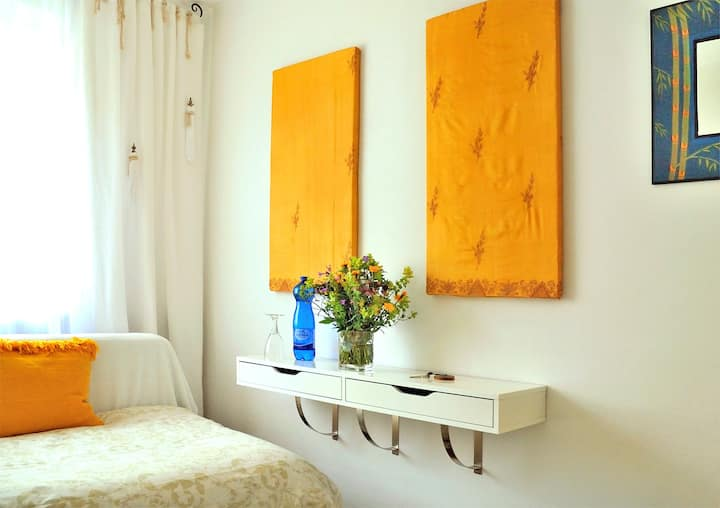 Small cozy room - Woman only