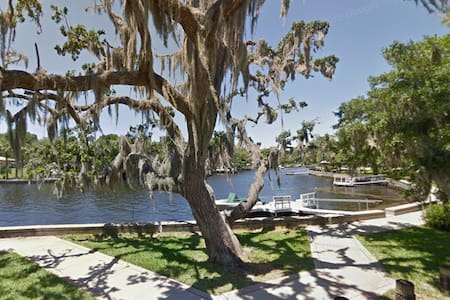 Riverside Retreat: Waterfront 3br home - New Port Richey - Haus