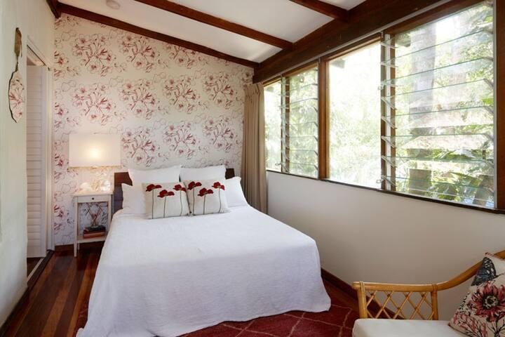 Birdsong Hideaway main bedroom