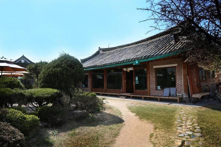 Hanok Guesthouse near Namwon Station
