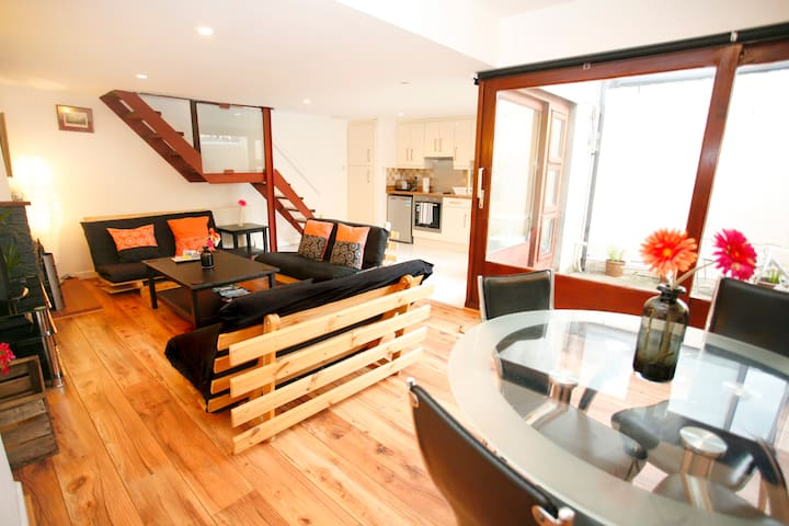 Big, Historic Cottage In Chic Village Free Parking - Stoneybatter - Casa