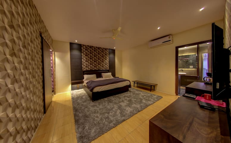Designer room GK1 -near Lotus Temple