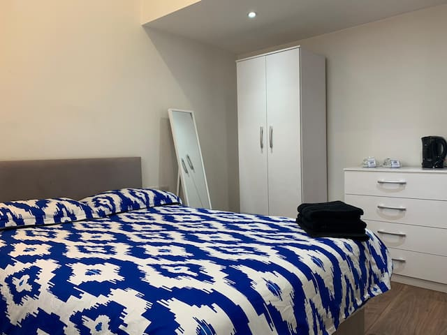 Beautiful Double bedroom in Waterloo