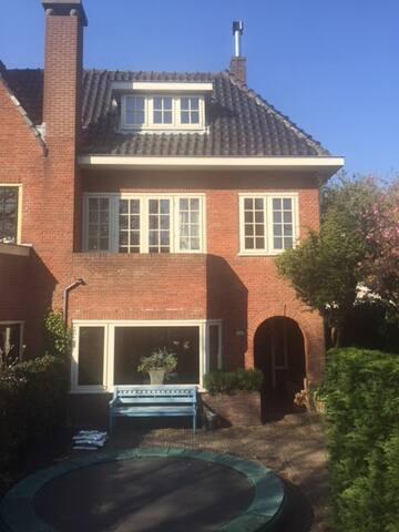 Spacious family house, sunny garden w/BBQ patio