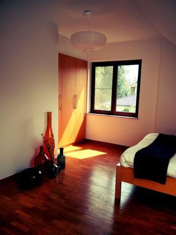 Toffe ruime kamer in Mol-centrum!!! :-)