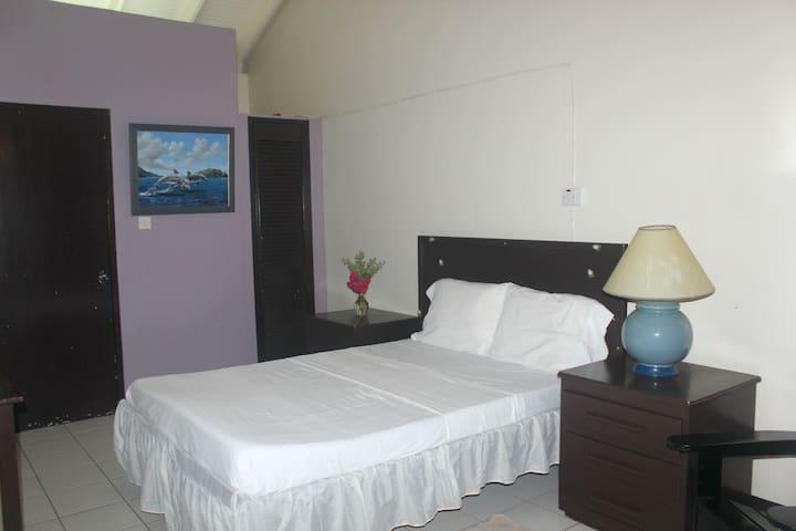 Gachette's Seaside Lodge 2