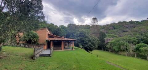 Sítio perto de São Paulo. Área completa de lazer.