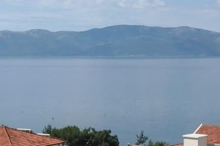 Ljepi apartman sa pogledom na more. - Gradac - Huoneisto