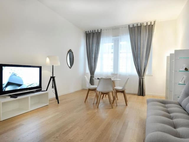 Elegant 2bdr apartment w/terrace, near Duomo 81929