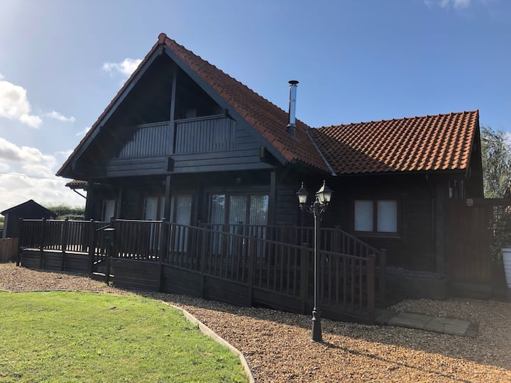 Spacious lodge overlooking Pentney Lakes, Norfolk
