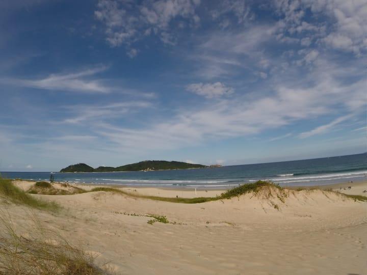 I Suíte a 700 m da Praia do Campeche!!