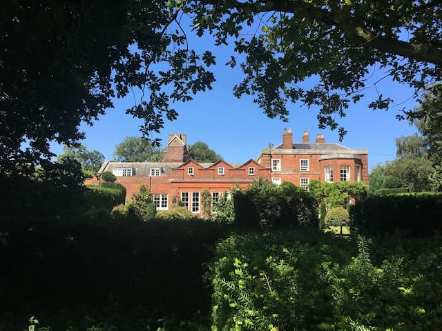 Wing of Historic Listed Country House - Norfolk - บ้าน