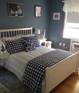Sunny two bedroom, private bath near everything - West Hartford - Hus