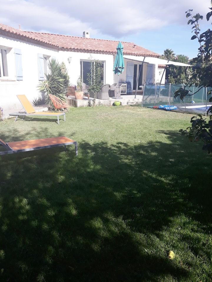 Chambre privée, sdb privative et accès piscine