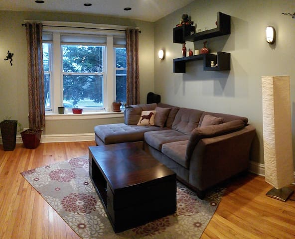 Private, large 5 room 1 BR apartment in Avondale.