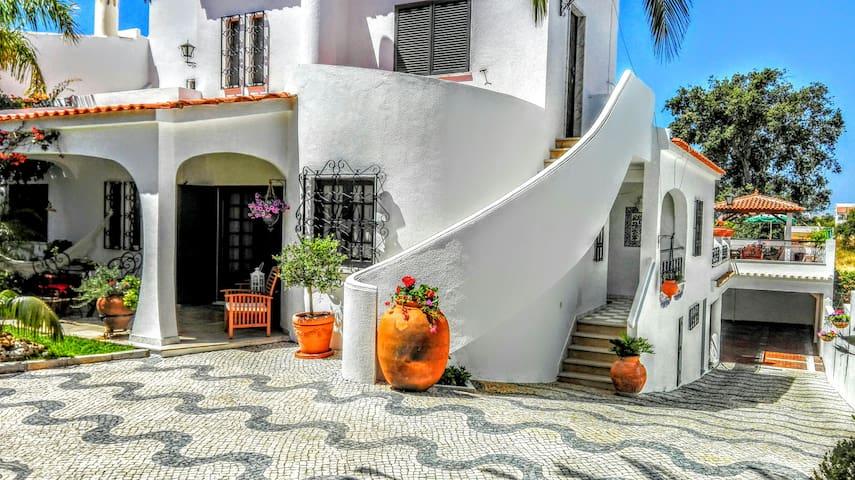 Casa do Sul (com piscina protegida) - Albufeira - House