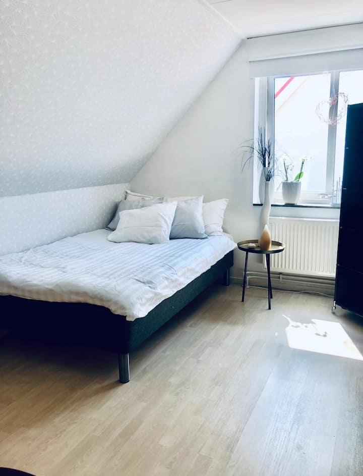 Rum i villa,  Malmö. Utmärkt bussförbindelse