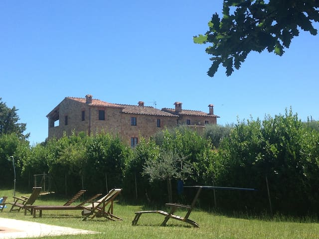 PODERE DELL'AMORE TUSCAN VILLA Tennis Court, Pool