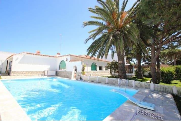 Villa with swimming Pool in Conil - Conil de la Frontera - Hytte (i sveitsisk stil)