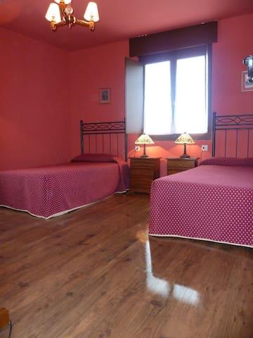 Grandes dormitorios para 4/5 pers por 10 €/noche - Oviedo