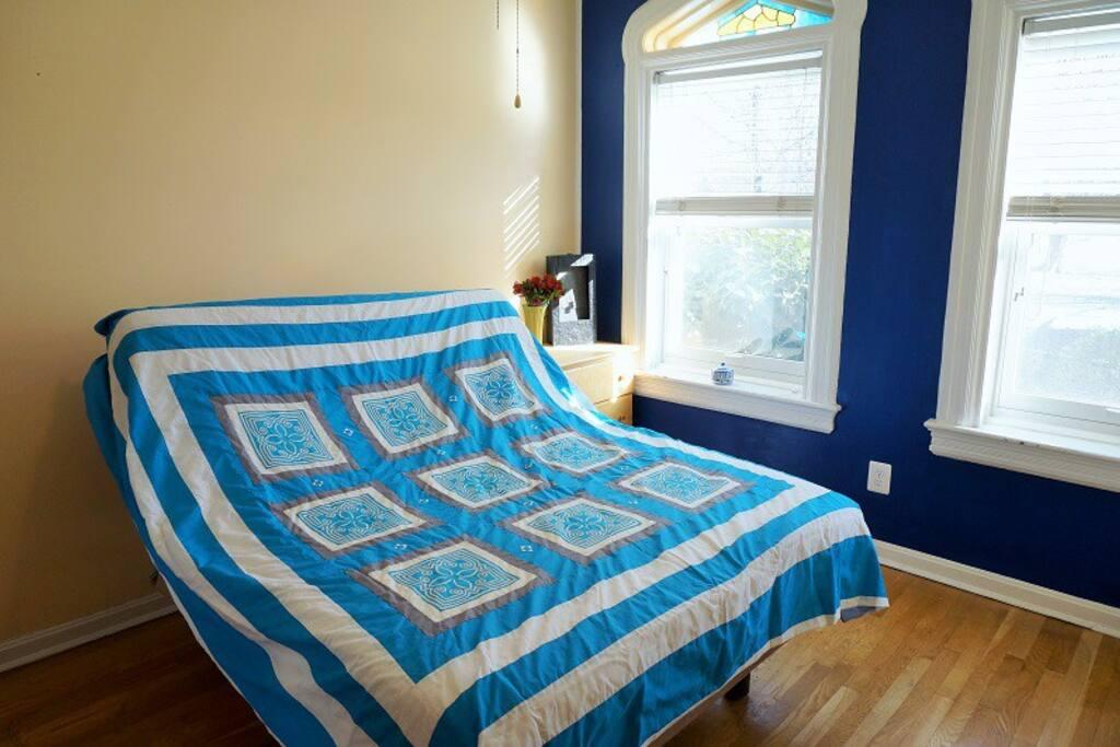 New adjustable Tempurpedic bed.