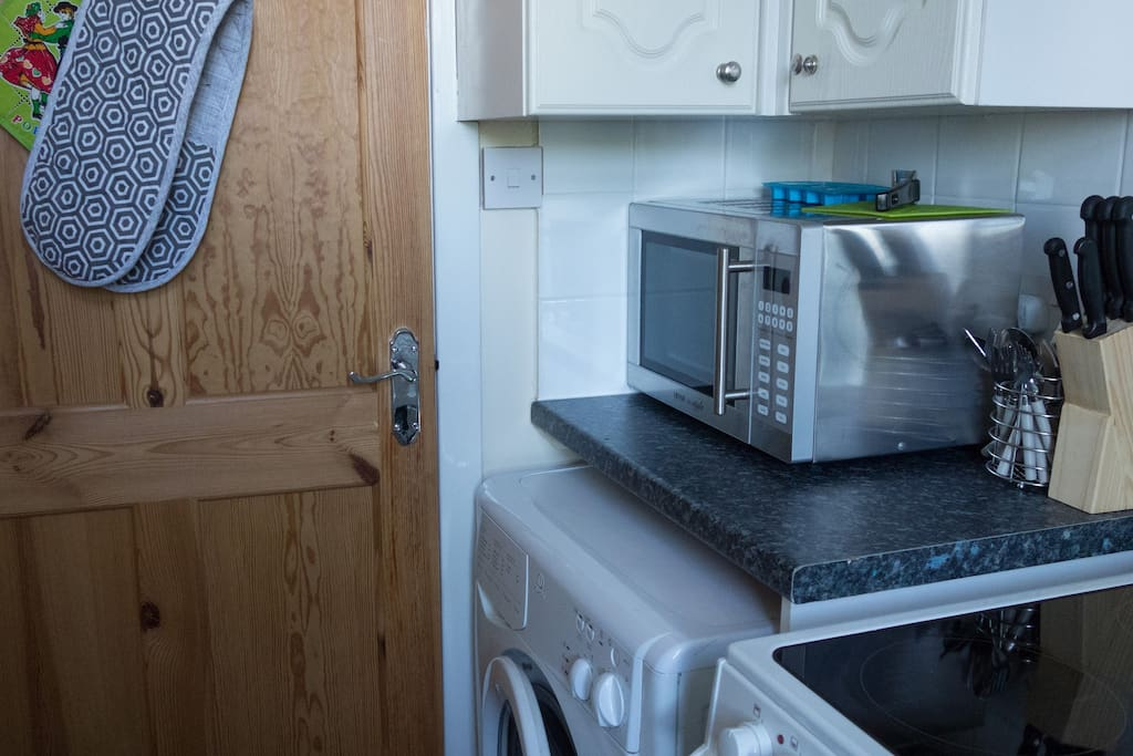 Fully fitted kitchen with microwave, washing machine/cooker