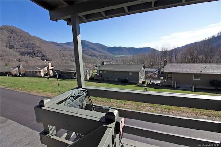 Probably the Best view of Maggie Valley! SKI Lodge