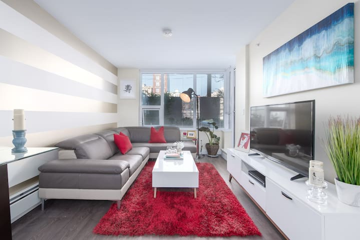 NEW! Chinatown Two Bed Oasis w Private Terrace