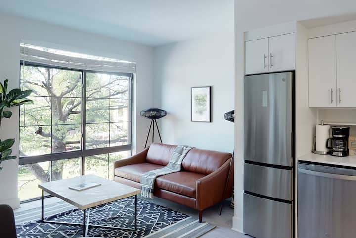 Convenient 1BR in Capitol Hill w/ Amenities + Pool