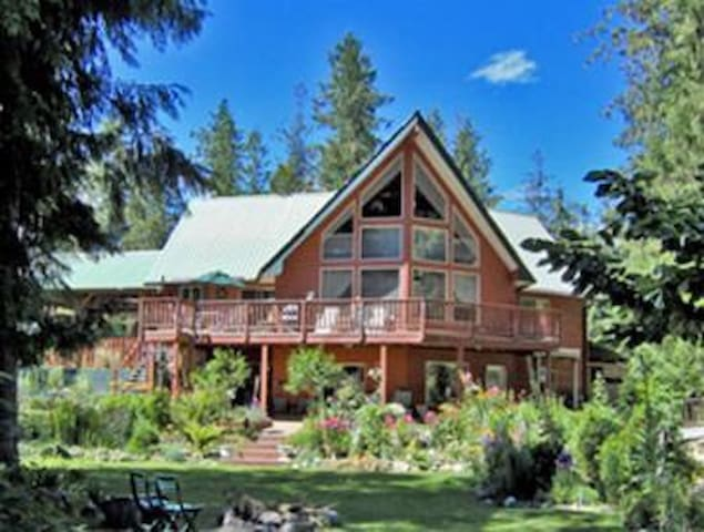 Beautiful Shuswap Home on the Lake - Magna Bay - Ház