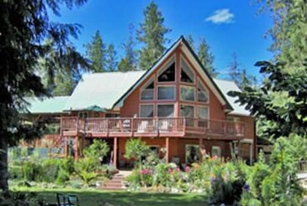 Beautiful Shuswap Home on the Lake - Bed & Breakfast