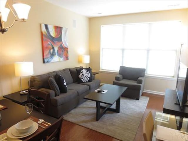 Lux Raritan 1 Bedroom w/balc mins from train - Raritan - Appartement
