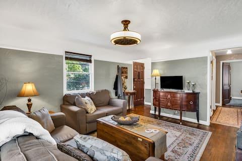 Adorable Renovated Home in Desirable Neighborhood