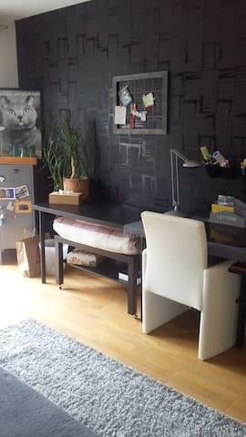 Schlafzimmer:  Schreibtisch