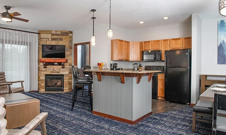 Many Waterparks and 3 BR Dells Lodging Awaits!