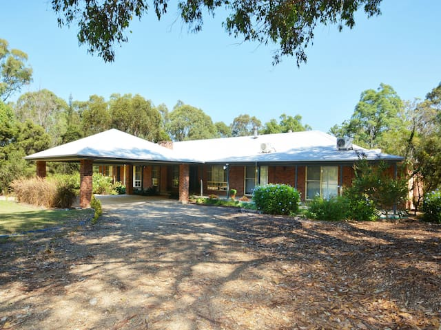 Abelia House 5br on Lovedale, Hunter Valley