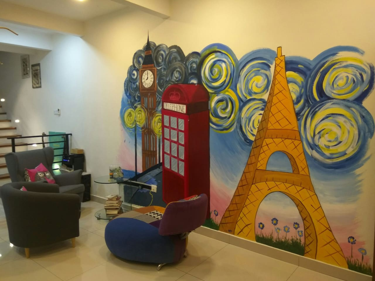 Cozy lounge area with mural paintings from our guests from France & England
