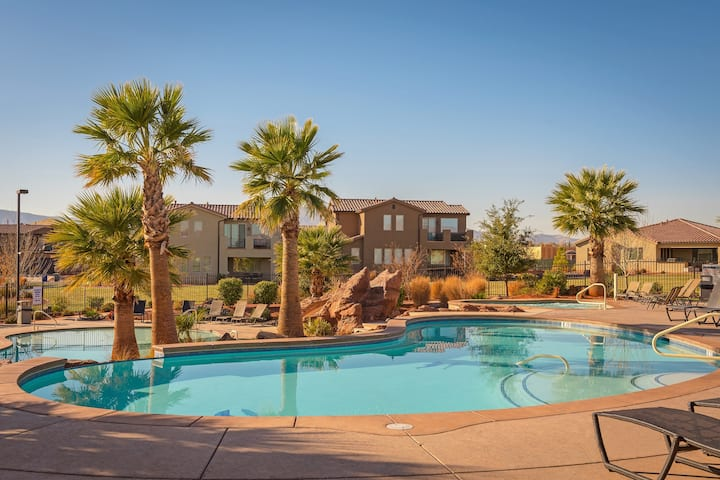 35| Poolside Commons in St George with Views of Pools
