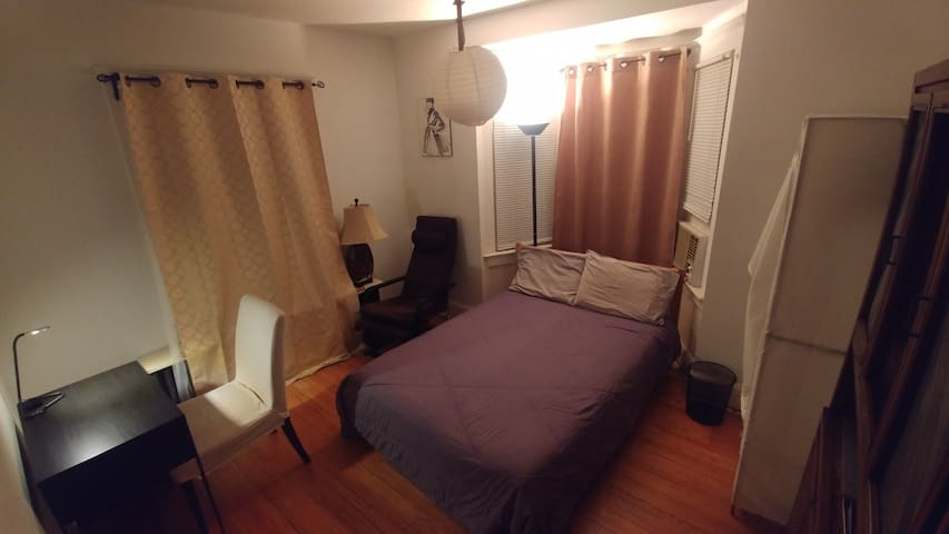 ! COZY BRIGHT ROOM, DAVISVILLE SUBWAY ST.