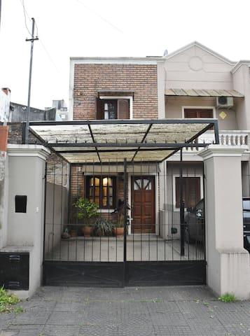 Casa resid. 6 personas agreg. 2 $ 500 c u por dia