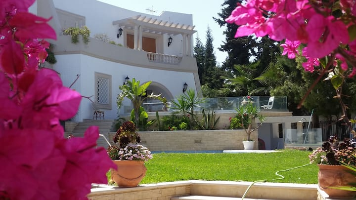 Apartment 100 m², 2 rooms, swimming pool & parking