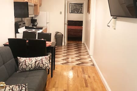 Cozy 2 Bed Apt in the Heart of Hoboken, NYC 10 min