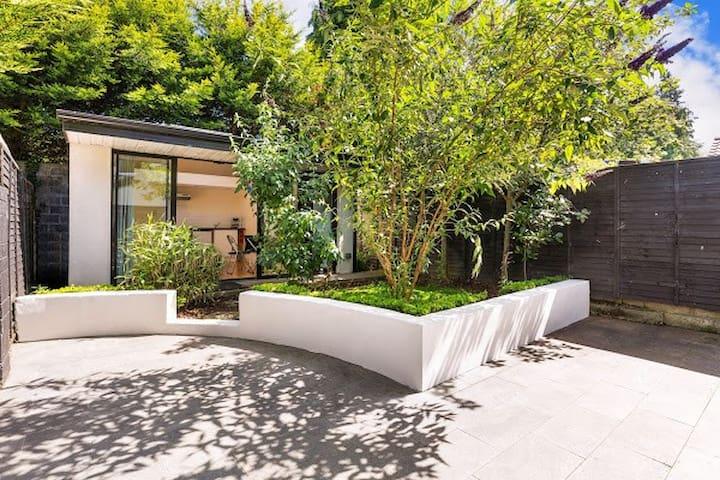 Garden Apartment - private self-catering studio
