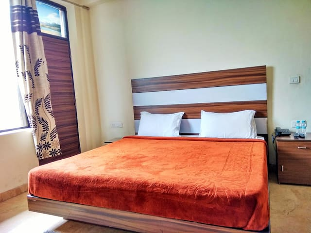 Hillside Stay   Private Rooms   Kasauli