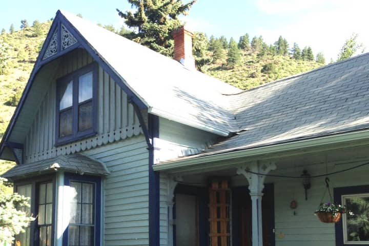 Mad Creek Guesthouse