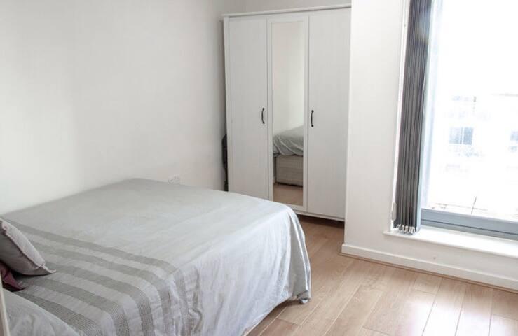 Double room in luxury flat Essex/london