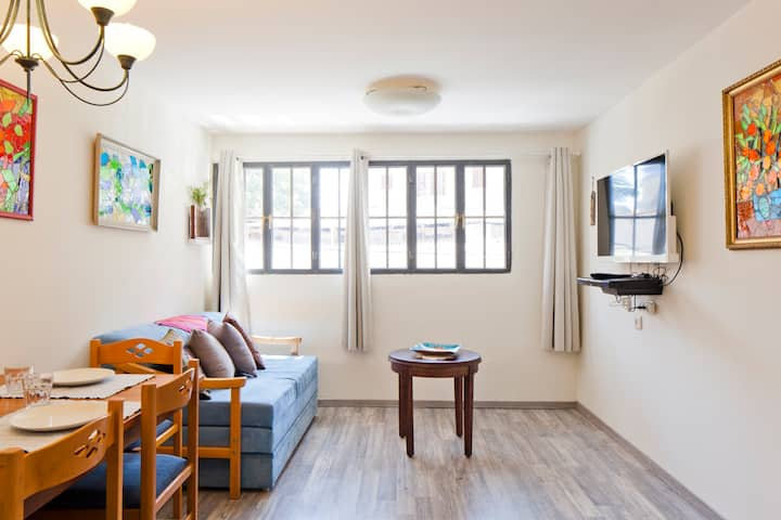 Entire Apt in Historic Jaffa - Sleeps 6!