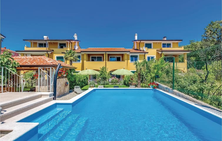 Holiday apartment with 2 bedrooms on 71m² in Kostrena