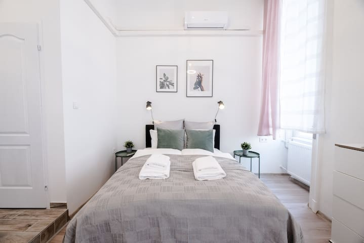 Cute modern studio with A/C in Central Budapest