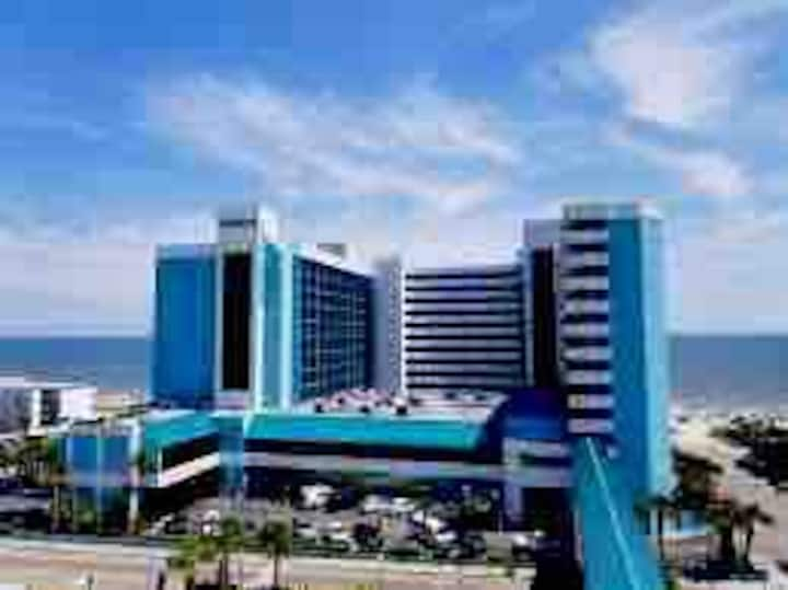 Amazing amenities,ocean view condo